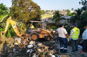 Personal de la AAUD trabajó este martes en varios puntos de Las Mañanitas.