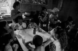 Este comedor infantil podía ser una alternativa para alimentar a los niños de esta pobre barriada. Foto EFE.