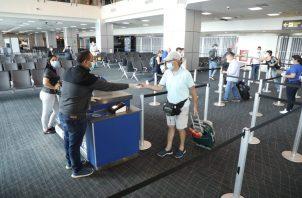 Los extranjeros quedaron varados en el país por el cierre de distintas terminales aéreas por le COVID-19.