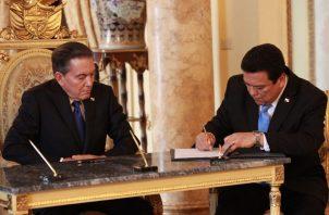 El presidente Laurentino Cortizo junto al procurador Eduardo Ulloa.