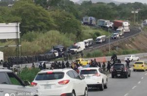 Hubo un enorme tranque vehicular debido a las protestas en Loma Cová y otros sectores de Panamá Oeste. Foto/Eric Montenegro