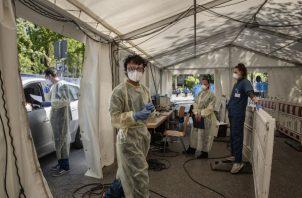 El alto nivel de pruebas de Alemania ayuda al país a frenar propagación del coronavirus. Una estación de pruebas. Foto / Laetitia Vancon para The New York Times.