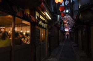El gobernador de Tokio le pidió a gente que no salga de noche, pero restaurantes y bares cierran a las 20:00 horas. Foto / Noriko Hayashi para The New York Times.
