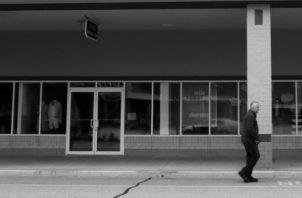 También me abruma la rabia. Rabia por tener que salir a la calle y observar a los comercios pidiendo auxilio. Foto: AP.