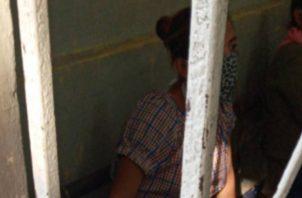 Mujer estuvo más de nueve horas detenida por violar cuarentena por COVID-19.