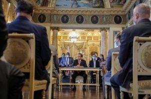 Varios diputados y dirigentes del PRD acompañaron al presidente cuando anunció la moratoria y el veto parcial de proyectos de ley.