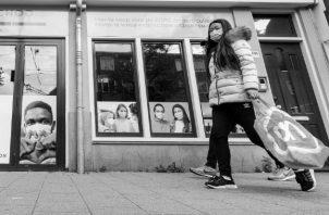 En esta lucha contra el COVID-19 nos liberamos del acoso de ciertos hombres en la calle. Foto: EFE.