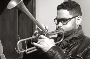 Víctor Ballesteros reitera su amor por la música. Instagram