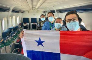El equipo que ha viajado hasta el punto donde se encuentran estos tres transportistas panameños, van preparados con equipos medicamentos e implementos para hacerle frente a la condición que presenten estos los panameños.