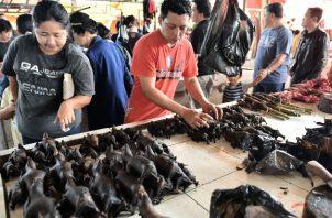 Carne de murciélago en el mercado Tomohon en Indonesia en el 2017. Siempre ha sido popular. Foto / Bay Ismoyo/Agence France-Presse — Getty Images.