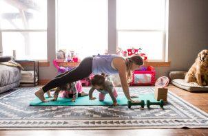 Aun cuando los gimnasios reabran, algunas personas seguirían ejercitándose en casa. Foto / Sarah Gilman/The Luupe.