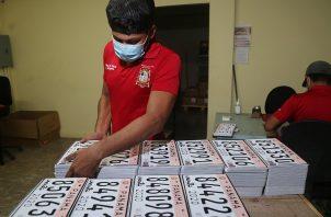 Se entregarán 1,500 cupos diarios para retirar las placas.