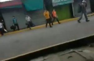 Una serie de videos dejam en evidencia el movimiento que realizan los migrantes para tratar de evadir a las autoridades fronterizas.