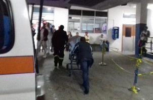 La víctima fue socorrida por moradores del lugar que lo trasladan inicialmente al centro de Salud de Matarrica, pero tras la gravedad de la herida es llevado de urgencias al hospital regional en David.