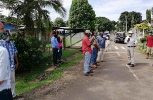Los lugareños informaron que también urgen las reparaciones de las estructuras consistentes en los sanitarios que llevan varias administraciones en mal estado. Foto/Melquiades Vásquez