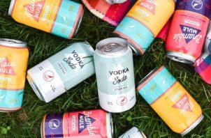 """La demanda de bebidas preparadas en lata se ha disparado. """"La gente está bebiendo como peces"""", dijo el fundador de una compañía. Foto / Cardinal Spirits."""