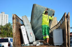 El operativo de limpieza se llevo a cabo en varios puntos de Parque Lefevre.