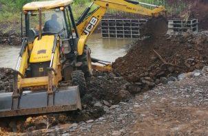 El MOP en Herrera informó que se reparará la vía, pero solicitaron la cooperación a todos los conductores que utilizan esta ruta, así como respetar la señalización que garantiza su seguridad mientras duren los trabajos de mantenimiento.