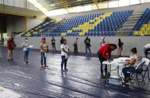 La entrega programada de cheques, que se realiza en el gimnasio del Colegio Abel Bravo, ubicado en el corregimiento de Cristóbal.