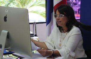 Se cargaran materiales fuera de línea, para los sectores que no les llega el internet en las comarcas, dijo la ministra Maruja Gorday de Villalobos.