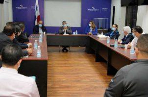 Reunión realizada ayer entre los miembros del Consejo Consultivo y los miembros del Comité Asesor COVID-19. Foto Minsa