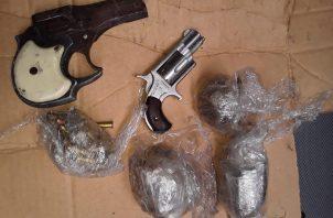 Armas y municiones decomisadas en La Nueva Joya.