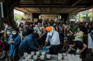 El Centro Sikh de NY movilizó sus recursos de cocina a gran escala en junio para alimentar a manifestantes. Foto / Ryan Christopher Jones para The New York Times.