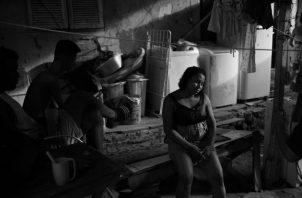 La realidad de gran parte de la población, que vive en condiciones habitacionales de hacinamiento, hacen imposible el control de una cuarentena domiciliaria y lo que se logra es aumentar el contagio. Foto: Archivo.