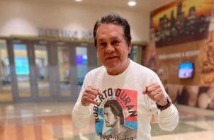 La leyenda del boxeo, Roberto Durán, sale del hospital tras enfermar de COVID-19.