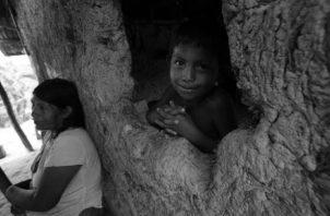 Las provincias de Panamá y Panamá Oeste concentran el mayor porcentaje de niños, niñas y adolescentes en condiciones de pobreza multidimensional y el mayor número de contagiados por la COVID-19. Foto: EFE.