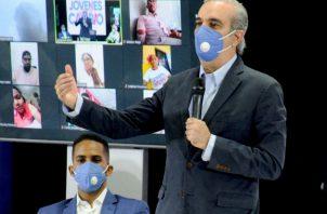 Abinader, del PRM, principal de la oposición, logra el 52,51 % frente al 36,07 % de Castillo, del PLD. Foto: EFE.