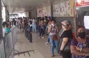 Miles de panameños se benefician con el bono solidario.