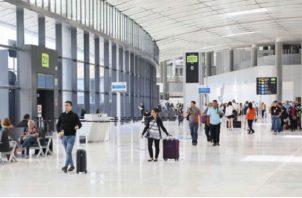Por el Aeropuerto Internacional de Tocumen pasan más de 15 millones de turistas al año, de los cuales un poco más de 2 millones se quedan en Panamá. Foto/Archivo