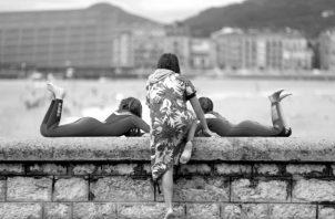Los adolescentes tienden a valorar mucho la opinión que los demás tienen de ellos y buscan referentes fuera de la familia. Foto: EFE.