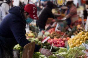 El consumo alimentario general crecerá un 15 % y el ciudadano medio comerá 3,000 kilocalorías al día en 2029. EFE