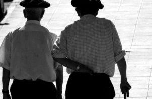 Quienes llegan a la edad de jubilación, la ley no les impide seguir laborando. Foto: Archivo.