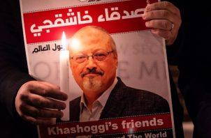 """Arabia Saudita ha dependido de la tradición del """"dinero sangriento"""" durante décadas para encubrir crímenes graves. Una protesta contra el asesinato del periodista saudita Jamal Khashoggi, en Estambul, en el 2018. Foto / Yasin Akgul/Agence France-Presse — Getty Images."""