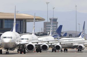 Se exceptúa los vuelos humanitarios y aquellos necesarios para transportar carga.