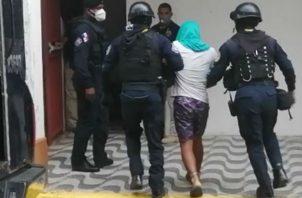 El presunto implicado en la matanza de los jóvenes llegó al SPA en Colón, fuertemente custodiado. Foto: Diomedes Sánchez.