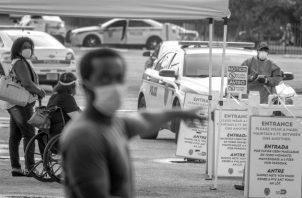 Los latinos y los afroamericanos también tienen el doble de probabilidades de morir por infección por COVID-19, que los blancos en todo el país. Foto: EFE.