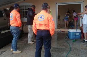 Familia afectada por las inundaciones en Panamá Oeste.