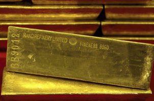 El precio se recuperó al final de ese mes y en abril llegó a los 1,700 dólares. A finales de junio, el oro se asomó a los 1,800 dólares. EFE