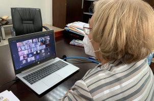 Etelvina Medianero de Bonagas, rectora de la UNACHI, dijo que más de 700 educadores y administrativos participaron de esta actualización que se realizó a través de las plataformas Moodle y Classroom,