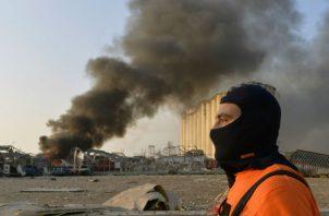 Vehículos destruidos en los predios del puerto de Beirut, tras la explosión. Fotos: EFE.