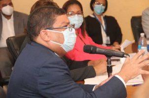 El ministro Carlos Aguilar aprobó la iniciativa. Foto: Cortesía