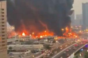 Se estima que el fuego comenzó sobre las 18.30 horas en un mercado de la nueva zona industrial y ha quedado controlado por efectivos de Defensa Civil a las 21:00.