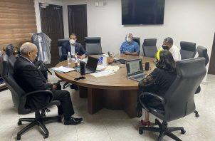 Reunión entre el Ministro de Mi Ambiente Milciades Concepción con las autoridades y ciudadanos de Natá de Los Caballeros. FOTO/Twitter Luis Ernetos Carles