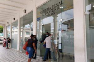 El joven Almanza fue llevado a la sede del Sistema Penal Acusatorio antes de las 6:00 am, dos horas y media antes, que se iniciará la audiencia.