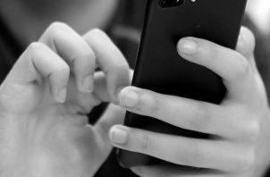 Utilizar los medios y las plataformas digitales para llamar y comunicarse con las personas indicadas para compartir sobre sus emociones. Foto: Archivo.