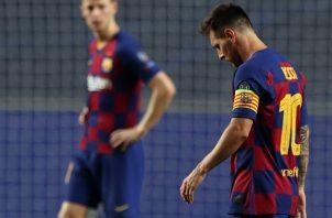 Leo Messi sale destruido por la derrota. Foto:EFE